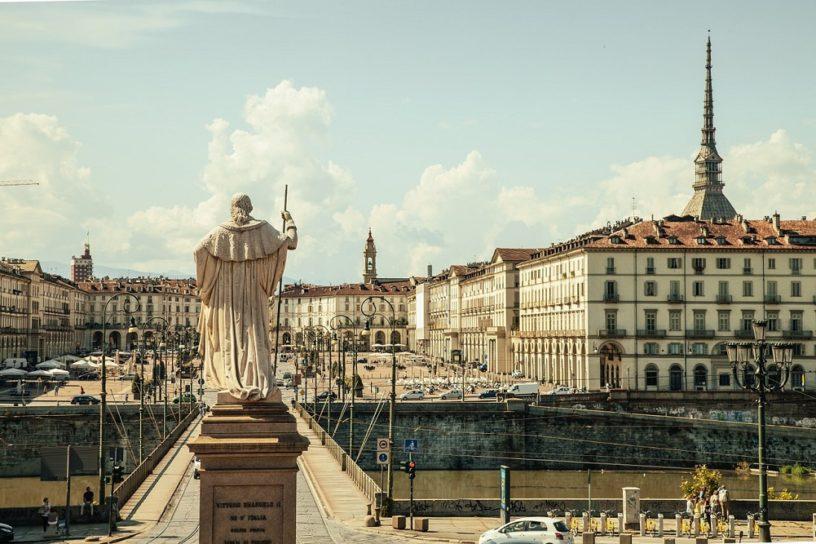 Torino Piazza Vittorio Italya Plaza Rahip Heykeli