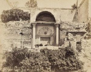 Türkçe Altınkapı veya Yaldızlı Kapı, İngilizce Golden Gate, Latince Porta Aurea, Yunanca Χρυσεία Πύλη